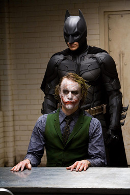 "Christian Bale kao Batman i Heath Ledger kao Joker u filmu ""Vitez tame"" Christophera Nolana"