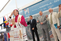 FINAL BLESSING Premier Sanader, Minister Kalmeta and former boss of Croatian Motorways Mario Crnjak at the blessing of the segment Dugopolje–Sestanovac
