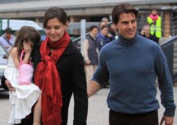 Katie Homes i Tom Cruise sa Suri; Foto: Daily Mail