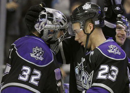 Jonathan Quick i Dustin Brown (Reuters)