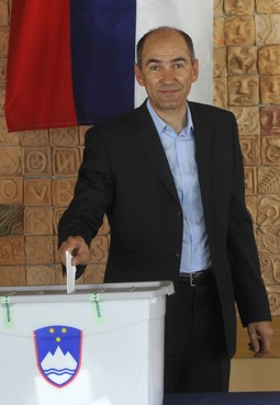 JANSA DANGEROUS TO CROATIA The leader of the Slovenian opposition was de facto defeated at the referendum, but has now announced that he will not ratify Croatian accession to the EU