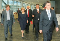 THE LEFT-OF-CENTRE Ivan Jakovcic (IDS), Vesna Pusic (HNS), Silvano Hrelja (HSU), Radimir Cacic (HNS) and Zoran Milanovic (SDP)