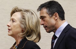 Hillary Clinton i Anders Fogh Rasmussen (Reuters)