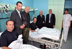 DOWNED PILOTS Igor Troselj and Marijan Kudlik with presidential advisor Gareljic, Croatian Armed Forces Chief of General Staff Josip Lucic, the prime minister, defence minister and the director of Dubrava hospital