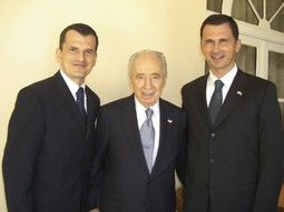 WITH SHIMON PERES Brothers Damir and Dragan Primorac, with the Israeli president