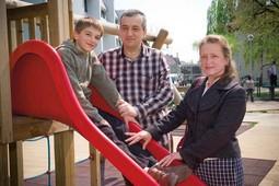 LJUBAV PREMA DJECI Janja i Mario Iveković imaju sedmero djece i petero unučadi, a na slici su s najmlađim sinom Dominikom