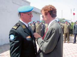 General bojnik Dragutin Repinc za svoje je zasluge kao šef promatračke misije na granici Indije i Pakistana UNMOGIP na kraju i odlikovan