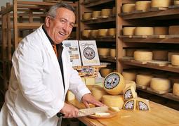 Ivan Gligora, vlasnik Sirene - Male sirane iz Kolana, čiji je sir dobitnik brojnih nagrada u Hrvatskoj i inozemstvu