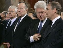 Među žalovateljima bili su i Jeljcinovi kolege iz međunarodne politike devedesetih, onovremeni britanski premijer John Major, američki predsjednici George Bush i Bill Clinton te princ Andrew, vojvoda od Yorka