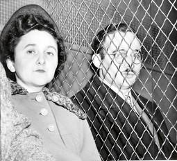 POGUBLJENI PO ZAKONU IZ 1917.: Bračni par Julius i Ethel Rosenberg smaknuti su 1953. u zatvoru Sing Sing nakon što su prema Zakonu o špijunaži osuđeni kao sovjetski špijuni, a prema tom zakonu vjerojatno će se suditi i Julianu Assangeu
