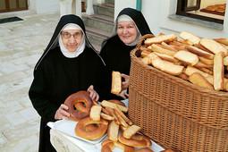 Koludrice samostana Sveta Margarita u Pagu, sestra Rozalija i sestra Benedikta, među deset su koludrica koje znaju tajnu izrade paškog baškotina