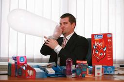 SPOLNO ZDRAVLJE TOMISLAV ĐURICA, direktor predstavništva Durexa, najvećeg svjetskog proizvođača prezervativa koji radi promoviranja dobrog spolnog zdravlja surađuje s političarima, nevladinim udrugama, zdravstvenim stručnjacima